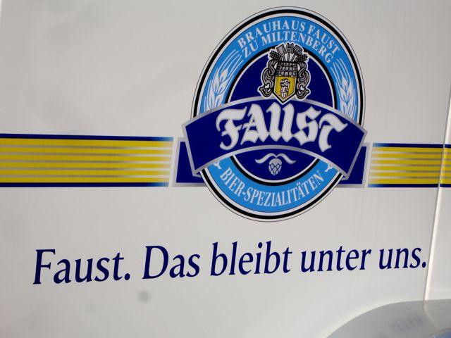 Das Bier schmeckt extrem gut. Das bleibt aber unter uns.